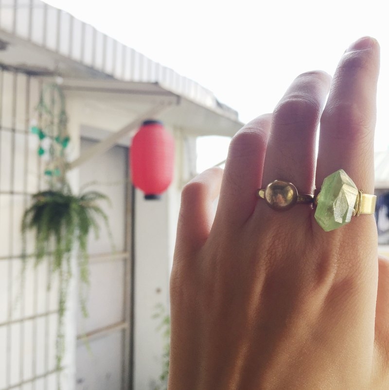 Vintage white crystal plated green brass ring