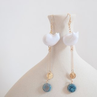 TeaTime White Cat with Gold Sand Round Texture Turquoise Earrings Ear Clips