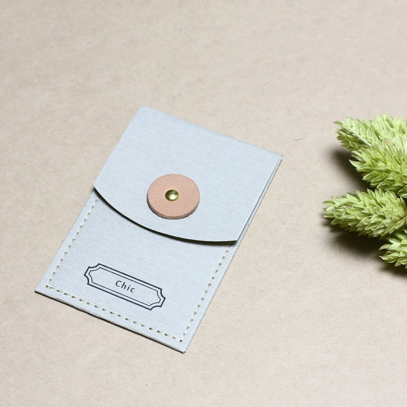 Chic // Gray) envelope with a small leather to convey the feelings