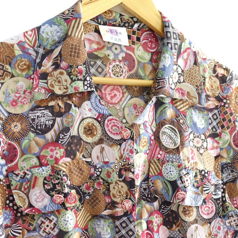 │Slowly│ round-old shirt │vintage. Retro. Literature.