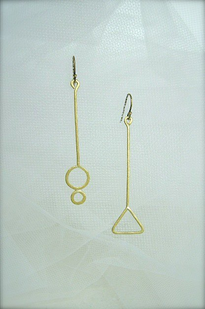 Round and triangular earrings