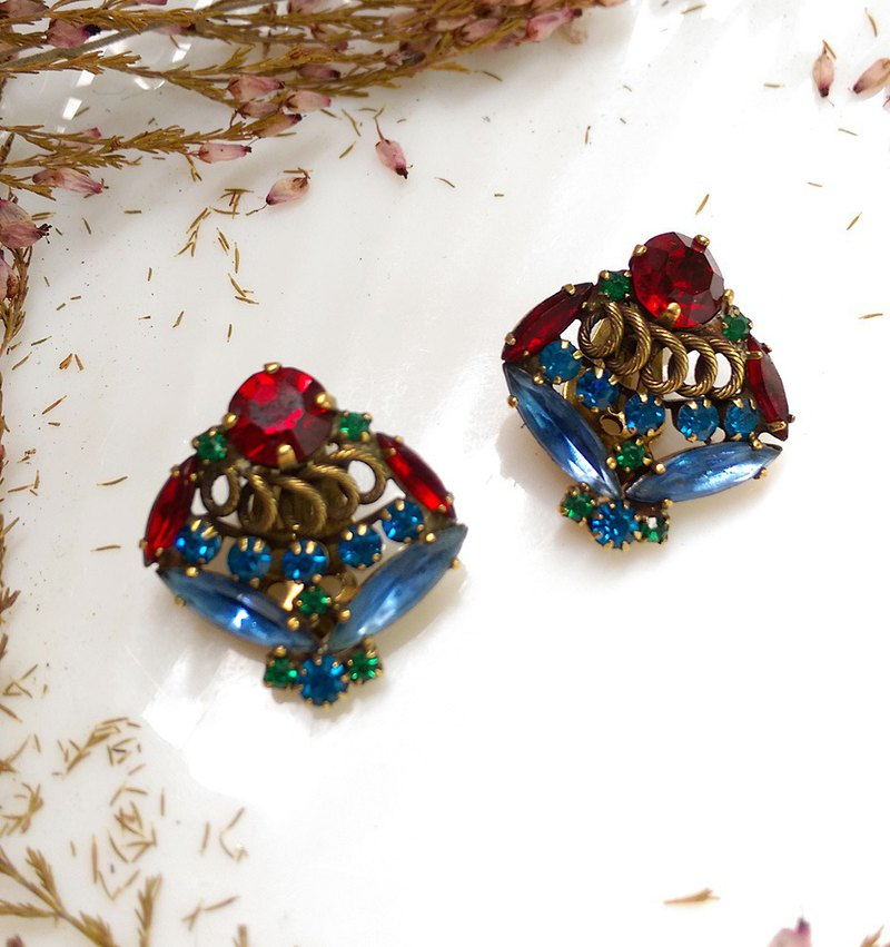 Western antique ornaments. WEISS exotic clip earrings