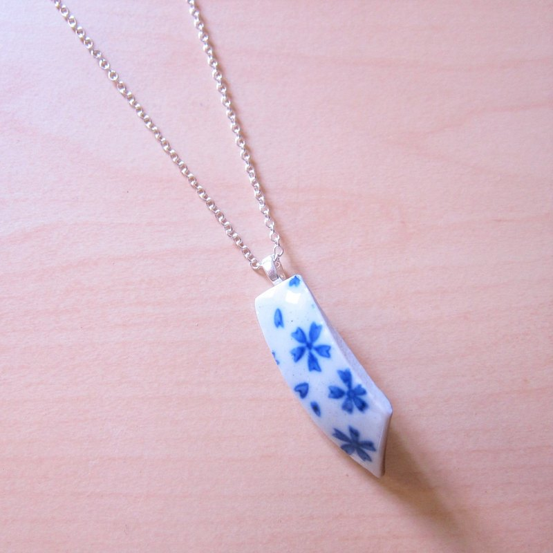 Glass fragments necklace - small machete // 2nd use ornaments / ceramic ornaments / fragmentation marks / blue and white ceramic necklace