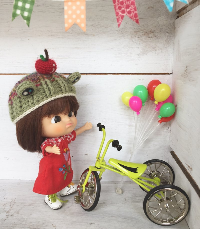 Frog with a small apple styling wool braided baby hat suitable for wearing sister head MMC, Holala size