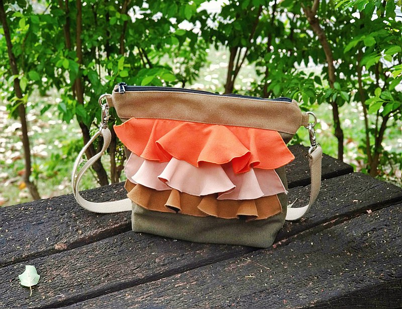 Maverick Village original lotus leaf cross-body backpack stitching milk tea color [Limited / Classic / Orange Fragrant Forest]