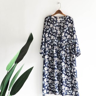 River Water Mountain - Osaka Deep Black Blue Pure White Floating Flower Spring Blowing Time Antique Thin Material Jacket Blouse