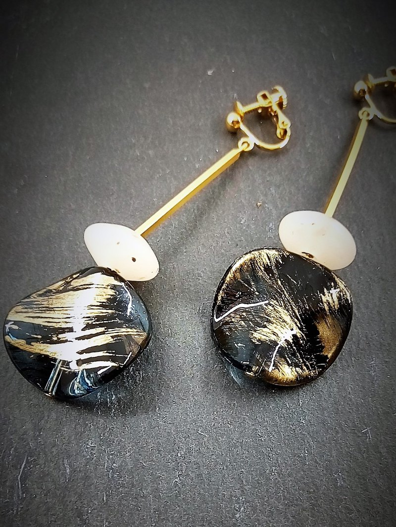 Free shipping Japanese Modern Earrings