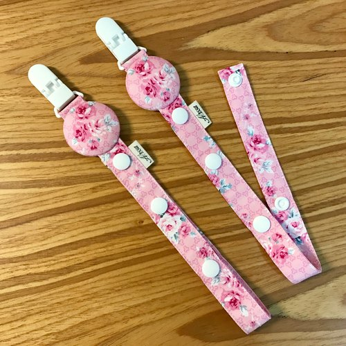Pink flowers multi-function clip. Toys clip. Stroller is sandwiched (a set of two)