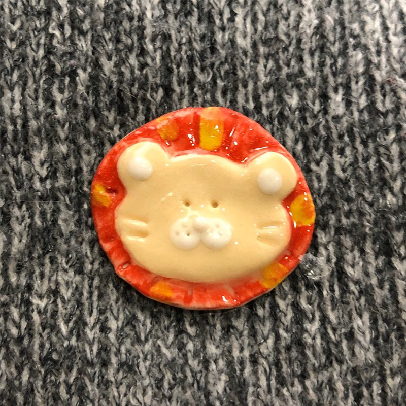 Little Lion Badge ( White porcelain)