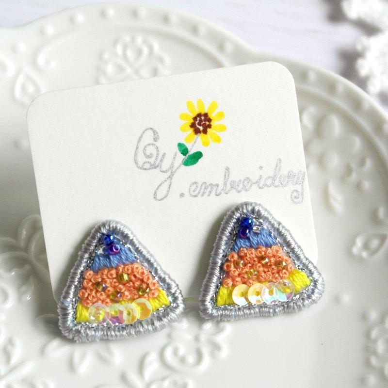 Qy.embroidery 藍橙撞色三角形珠片手工刺繡耳釘耳夾