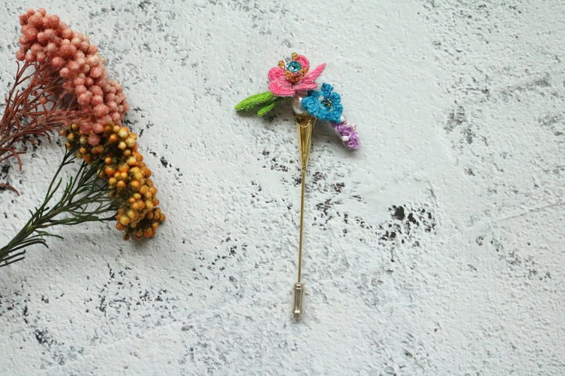 Small flower wound three-dimensional Brooch