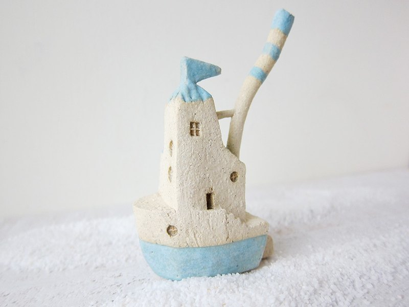 Pottery Boat House - Light Blue