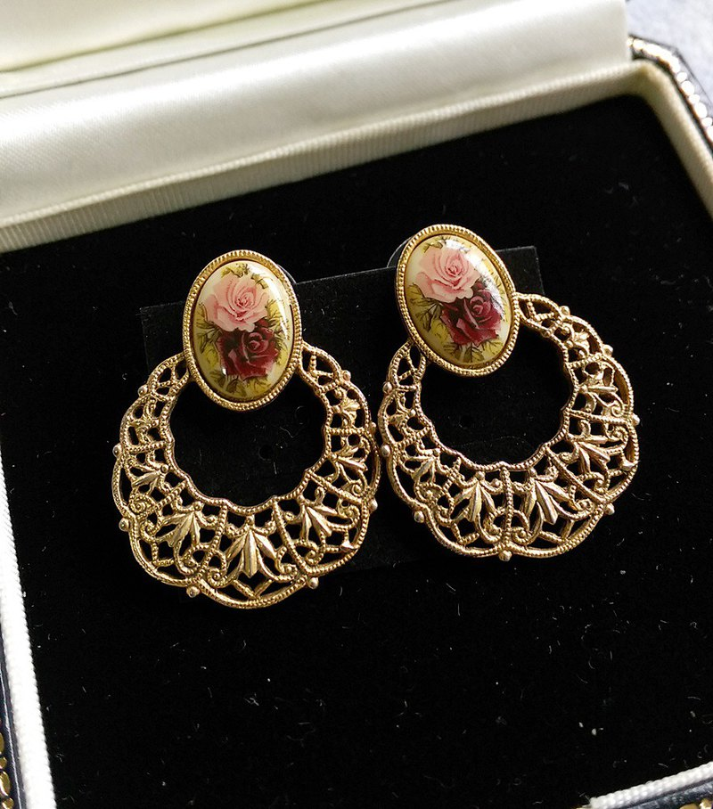 [Western antique jewelry / old age] 1980s 1928 English rose lace needle earrings