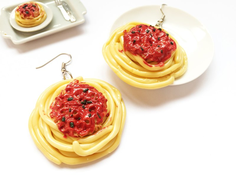 Earrings spaghetti.