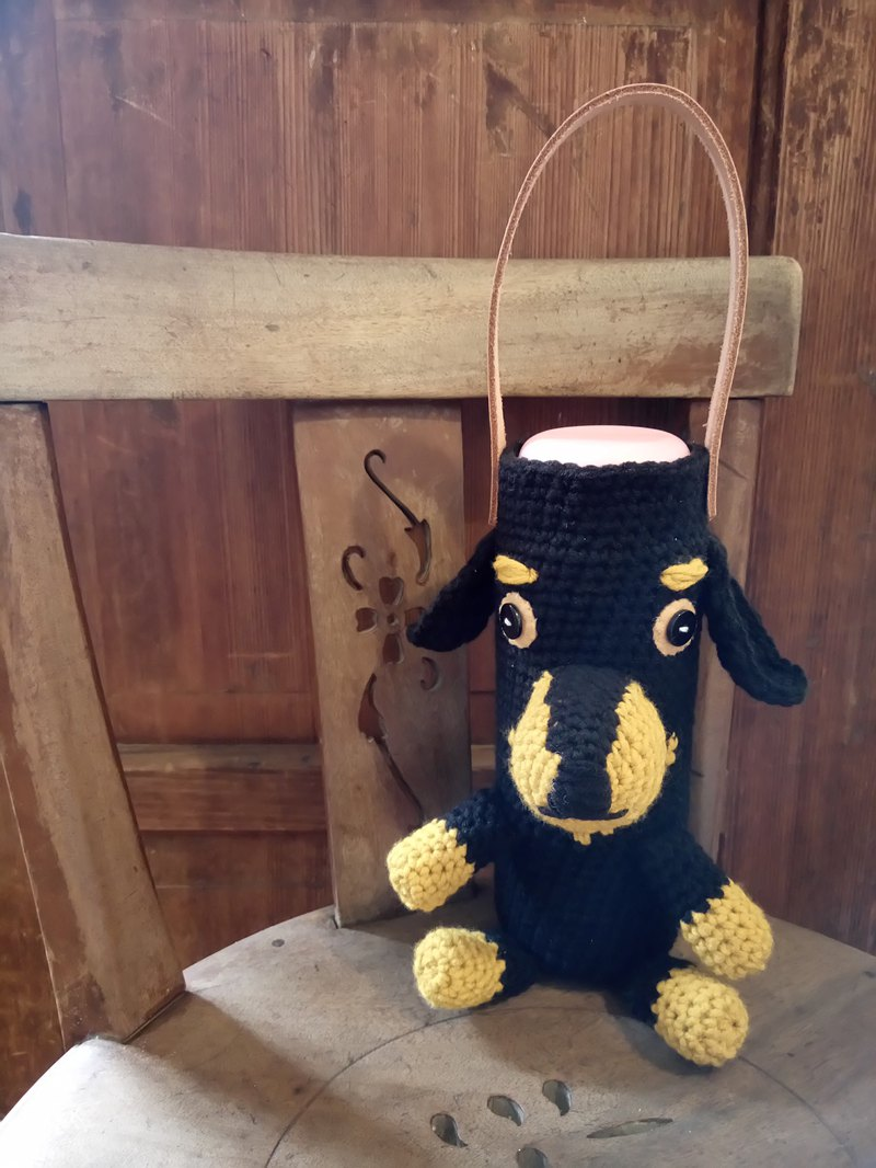 Jeff's Dachshund / Pitty crocheted water bottle bag