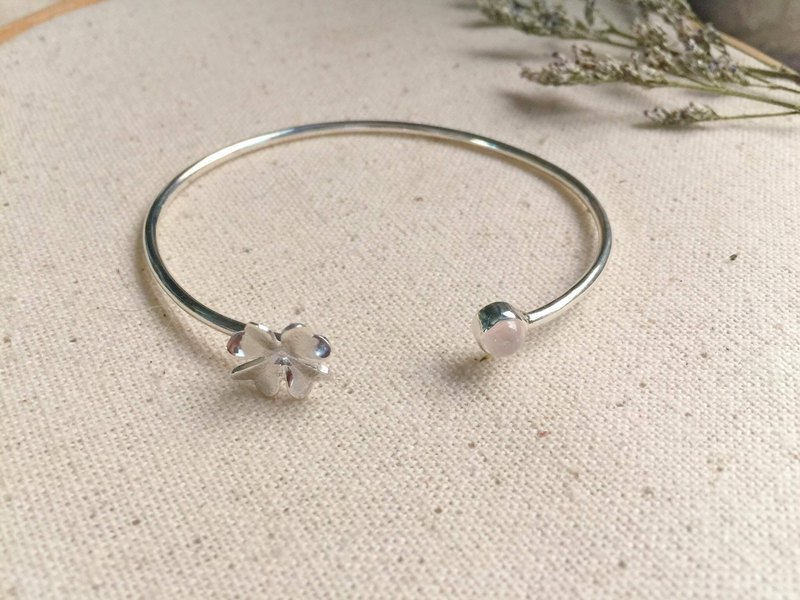 Silver Bangle with Rose Stone