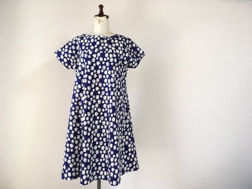 Bird pattern flare one piece navy blue