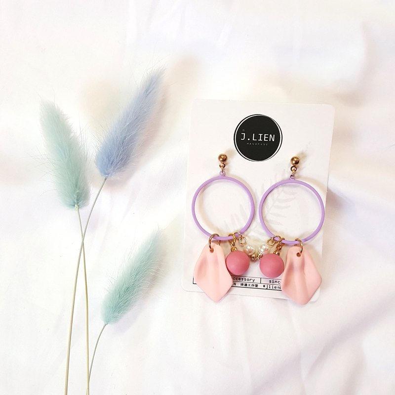 Flower playful ear / Ear clip handmade earrings Korea direct delivery
