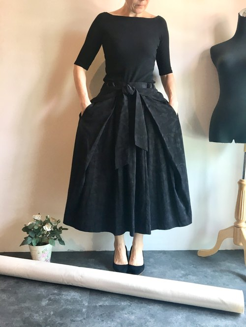 Junia black skirt