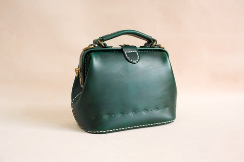 [Cut line] doctor bag mouth gold bag pure hand sewing tanned leather leather retro carved lady cute shoulder bag handbag lake green