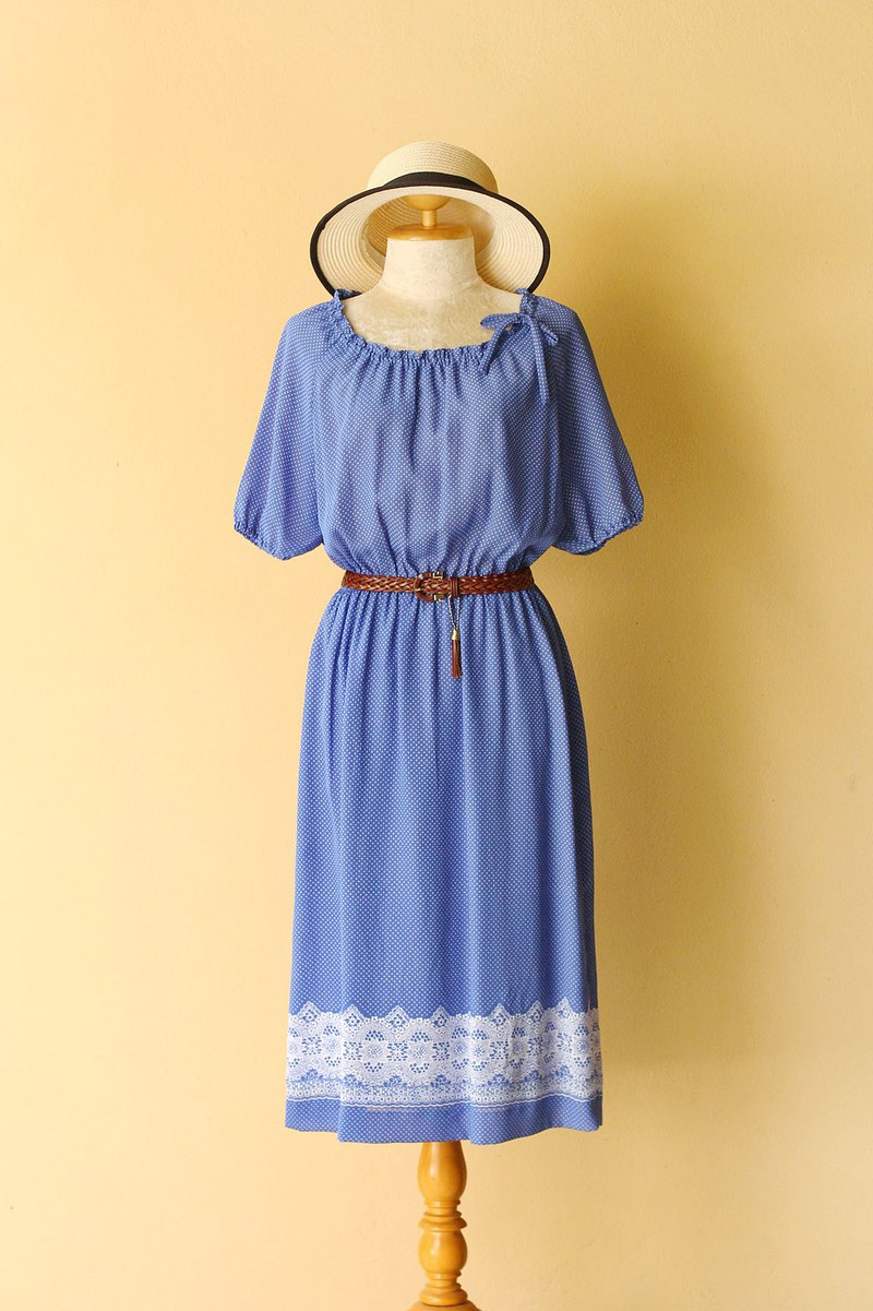 Vintage dress casual look white dot on Blue with lace style print at hem