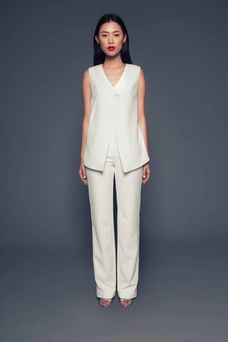 Leandra Sleeveless Jacket in Off-White