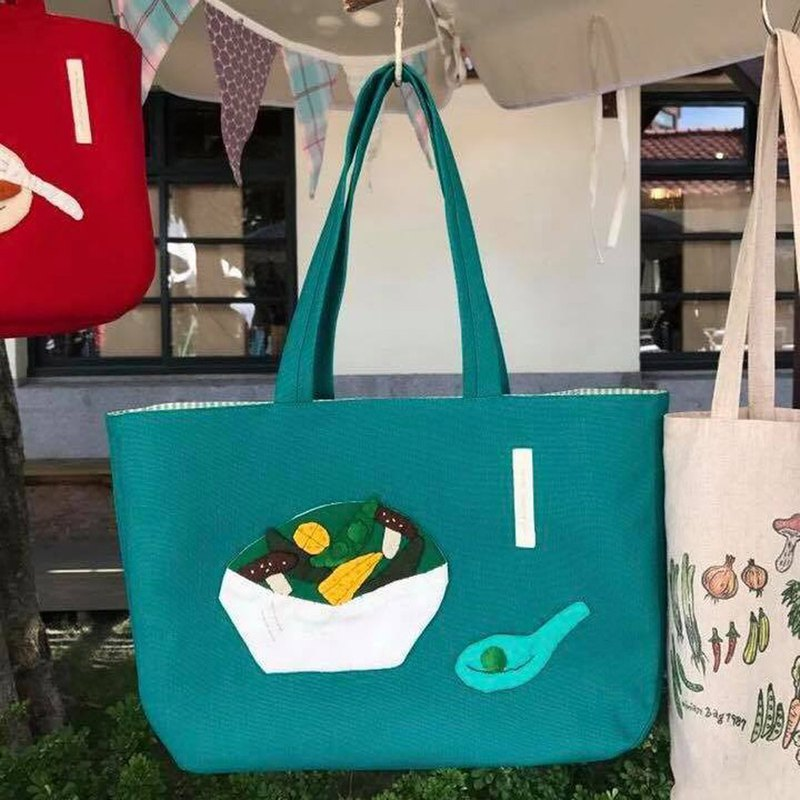 Shooting vegetables shoulder bag / blue-green end