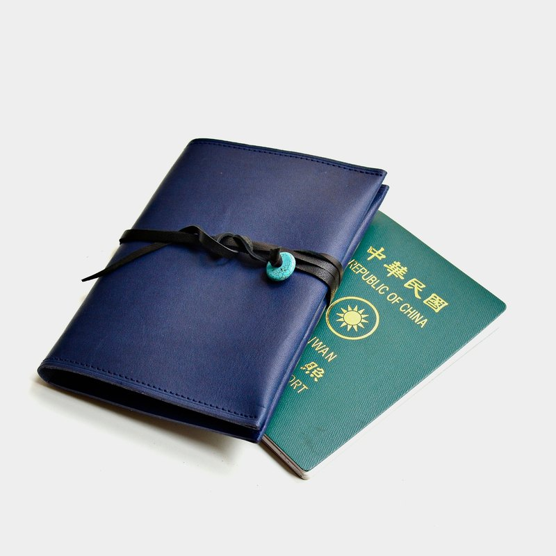 [Poseidon] mountain permit Italian vegetable-tanned leather passport cover blue leather passport holder travel abroad when necessary custom lettering gift roping turquoise ethnic style Valentine's Day gifts