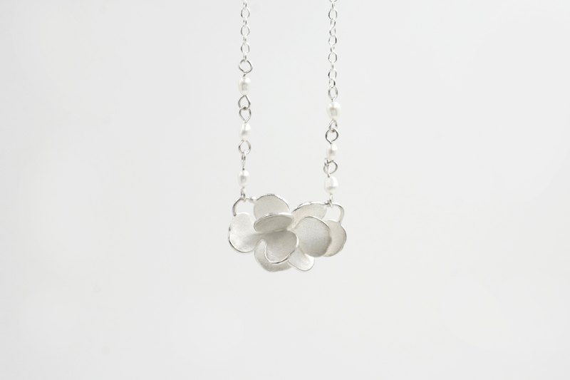 I-Shan13 Camellia Petal Necklace Pearl Chain