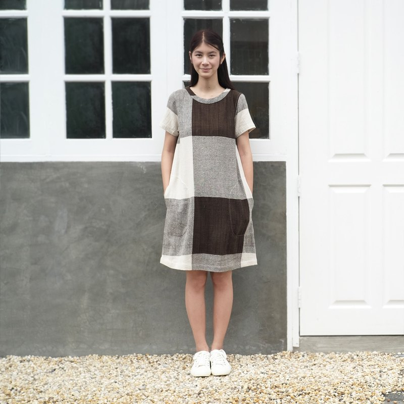 Zen Garden #5 / Brown Plaid Round Neck Short Sleeve Knee Length Dresses