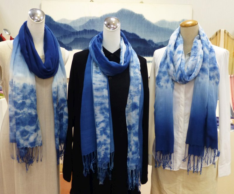 [翱翔天天空 leisurely] Tian Dian pure handmade blue dyed cotton scarf