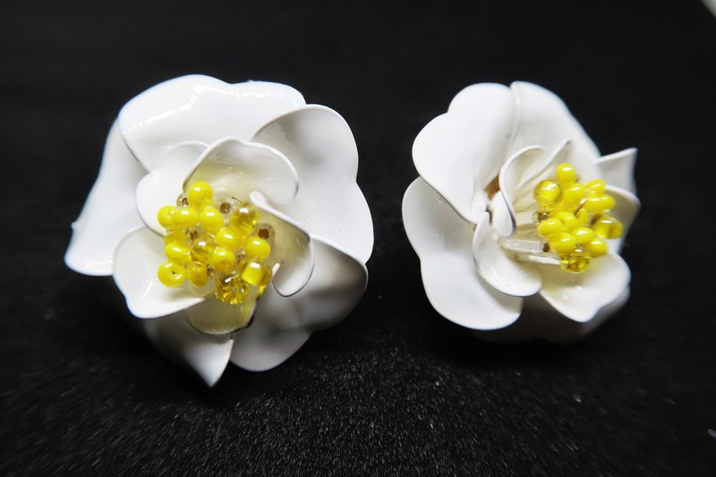 White Staple / Camellia Resin Earrings (Large Version)
