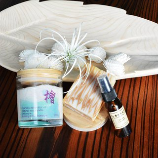 Natural handmade eucalyptus moisturizing soap + eucalyptus emollient candle 130g (50% off the price of moisturizing spray!!)