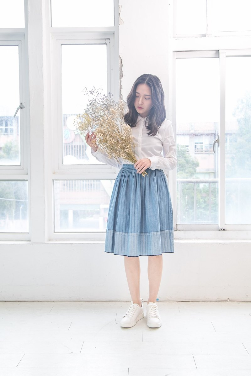 Tannin stitching two-tone pleated skirt denim skirt - sky blue