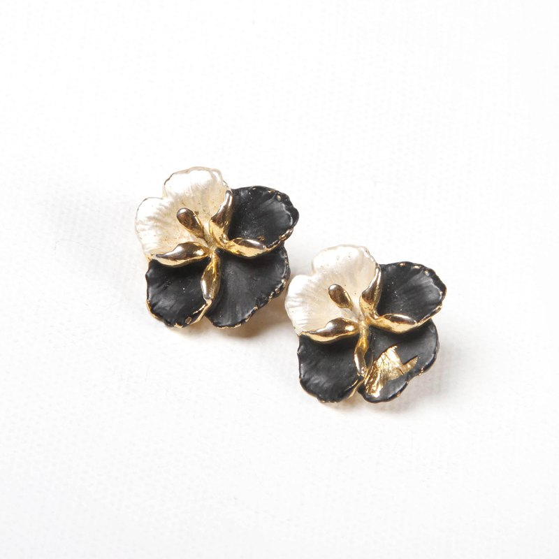 (Egg Plant Vintage) Black and White Orchid Vintage Clip Antique Earrings