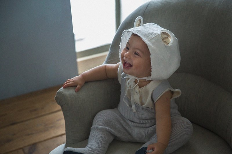Bonnet modeling hat (white bear)