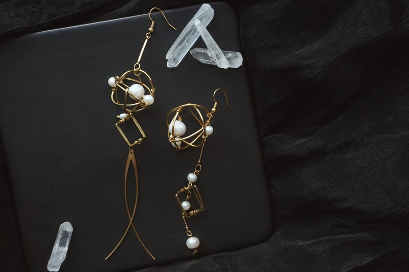 Leaf shadow retro pearl series earrings ear clip original design gift