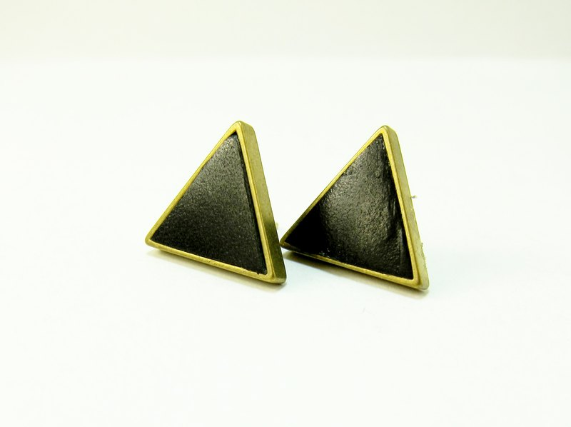 Leather earrings (triangle)