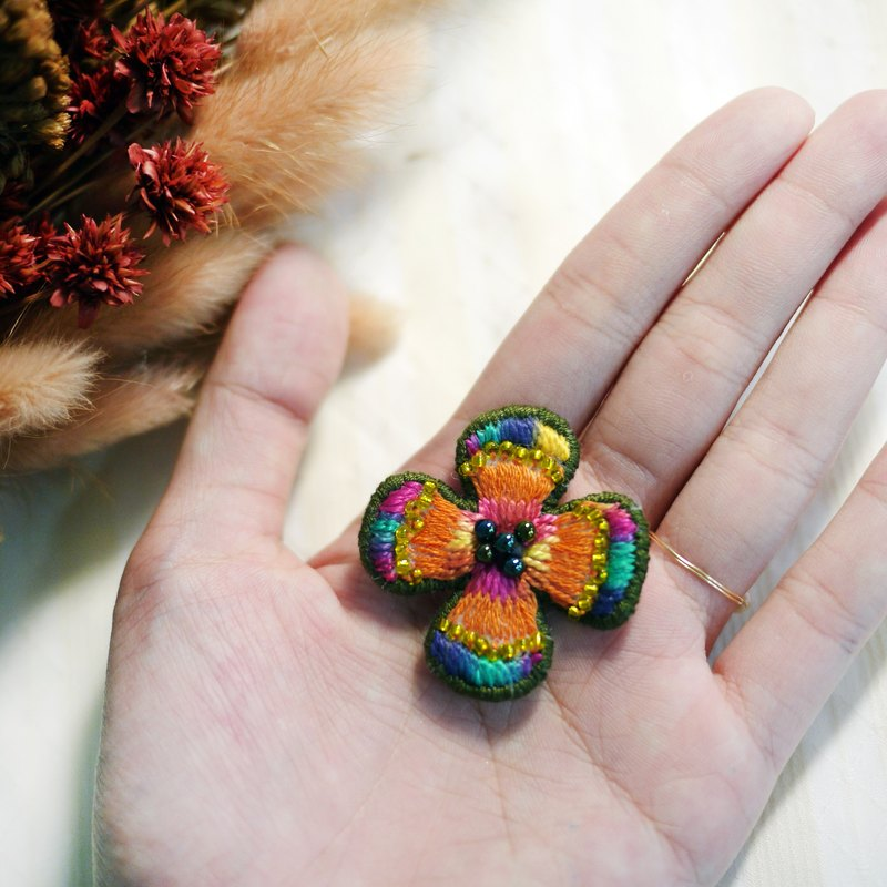 [Flower room produced] hand made flower brooch