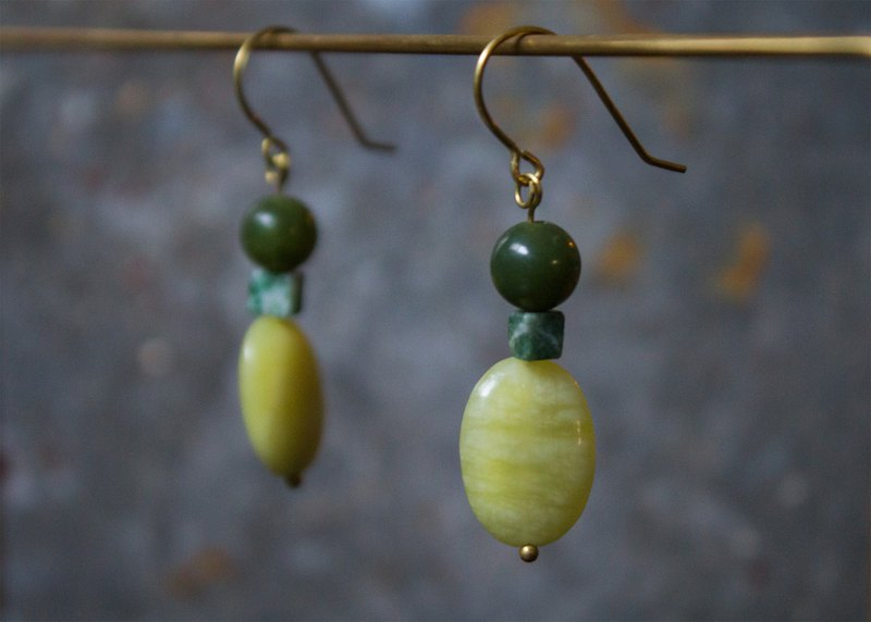 Lemon Jade Green Point Stone Earrings - Clip-On Earrings