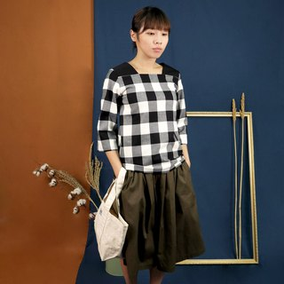 Square collar blouse black and white Plaid