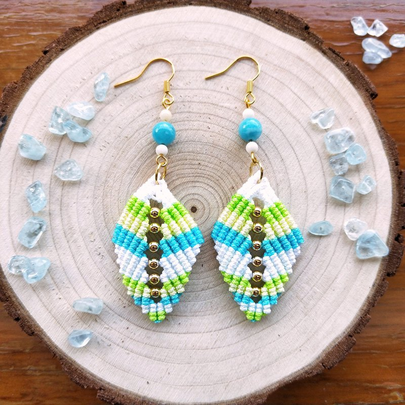 E026-Hand-woven earrings hollow beaded leaves Jinzhuhailanbao summer outing