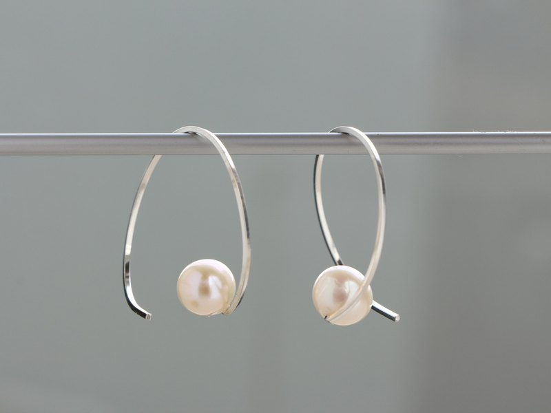 SV935(Argentium)- twist hoop pearl pierced earrings