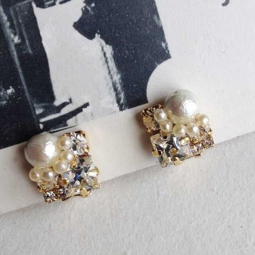 Vintage Swarovski and cotton Pearl Square earrings * 361