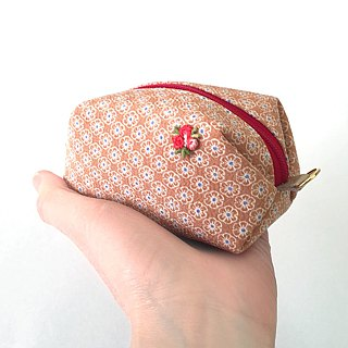"Pouch with Japanese Traditional Pattern, Kimono (Small) ""Silk"""