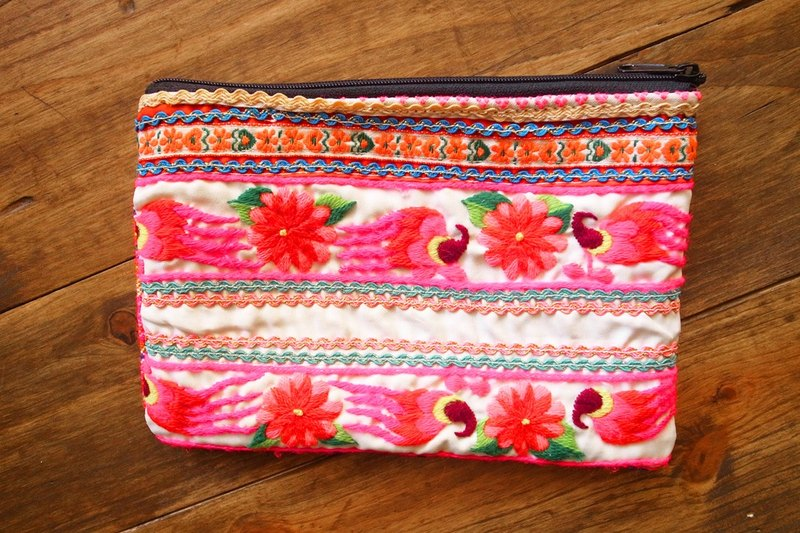 【Grooving the beats】[ Fair Trade] Vintage Hmong Clutch Handmade / Cosmetic Bag(Pink)
