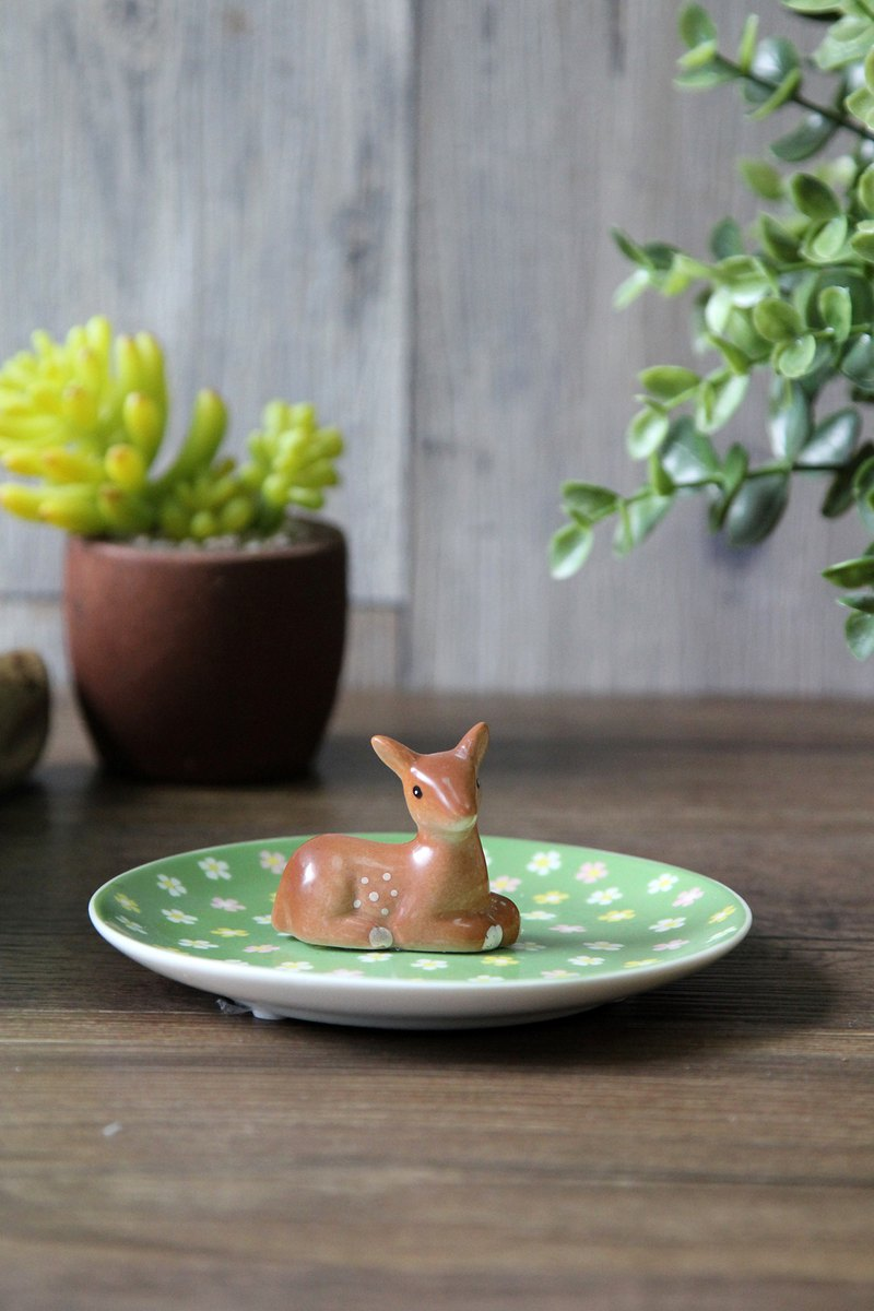 British retro style plum deer ceramic jewelry plate / decorative plate