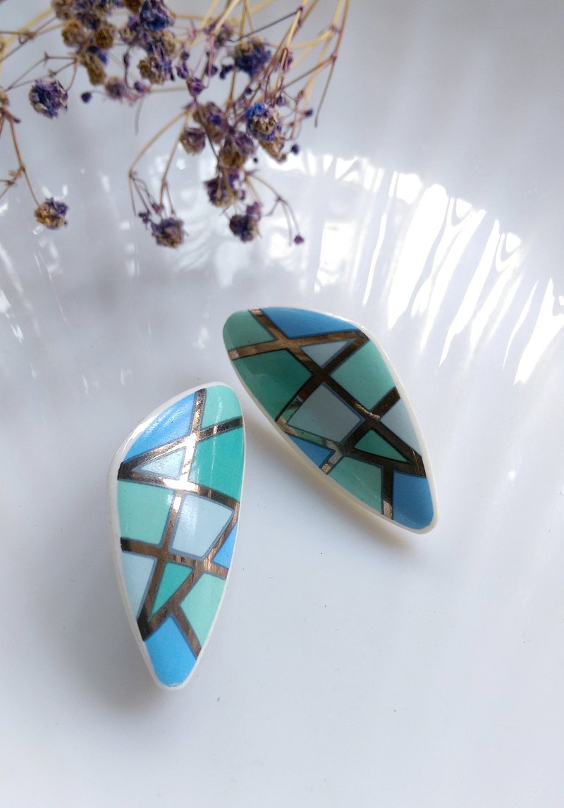 [Western antique jewelry / old age] 1970's geometric triangle porcelain needle earrings