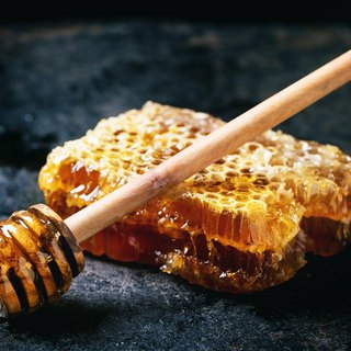 Taiwan pure natural [fresh honeycomb honey] reservation harvest