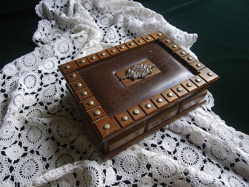 【OLD-TIME】Early European wooden jewelry box
